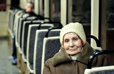 Льготный проездной билет для пенсионеров СПБ в 2020 году: кто имеет право на льготу, как её получить